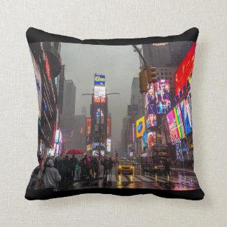 Cojín Decorativo Times Square lluvioso
