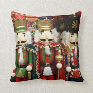 Cojín Decorativo Tres galletas sabias - soldados del cascanueces