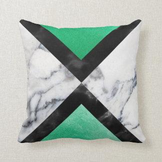 Cojín Decorativo Triángulos de mármol blancos del negro gris de la