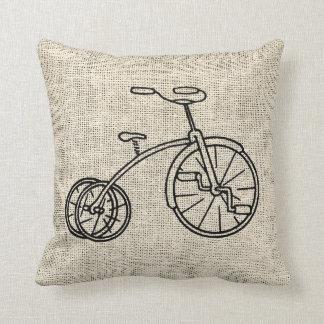 Cojín Decorativo Triciclo de la arpillera
