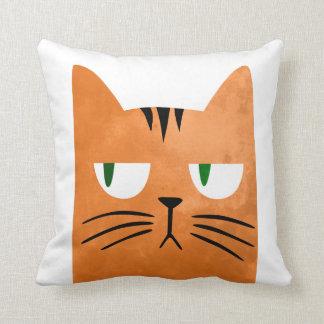 Cojín Decorativo Un gato anaranjado con una actitud