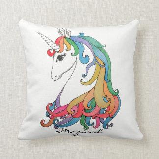 Cojín Decorativo Unicornio lindo del arco iris de la acuarela