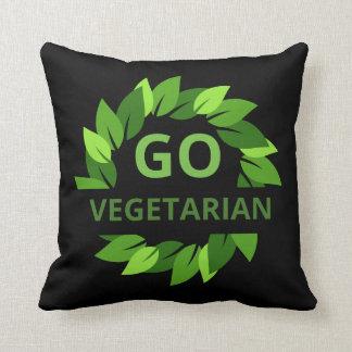 Cojín Decorativo Va el vegetariano, vegano, negro de las hojas del
