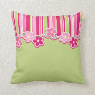 Cojín Decorativo Verde de las rosas fuertes y de la primavera con