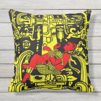 Cojín Decorativo Versión amarilla y roja del astronauta antiguo -