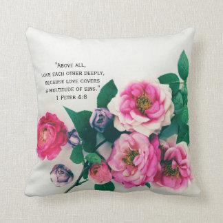 Cojín Decorativo Verso color de rosa salvaje rosado de la biblia