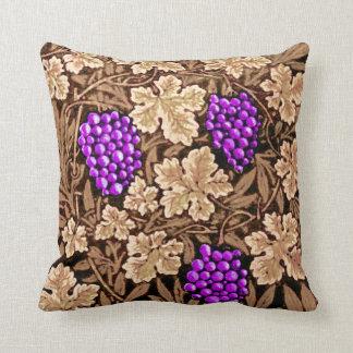 Cojín Decorativo Vid, Brown y púrpura de William Morris