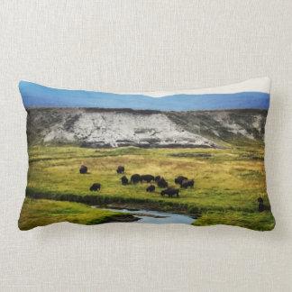 Cojín Lumbar Búfalo de Yellowstone en el valle