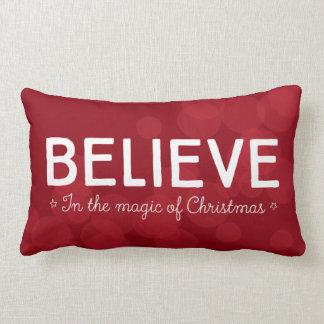 Cojín Lumbar Crea en la magia del navidad • bokeh rojo