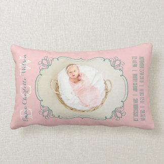 Cojín Lumbar El monograma recién nacido de la foto del bebé se