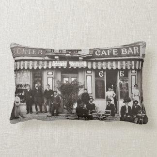 Cojín Lumbar Escena francesa de la calle de la barra del café