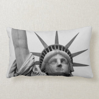 Cojín Lumbar Estatua de la libertad blanco y negro