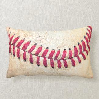 Cojín Lumbar Las puntadas rojas del béisbol del vintage se