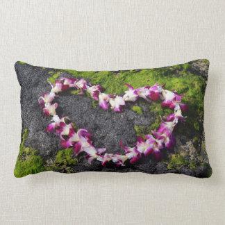 Cojín Lumbar Leus de la flor en las rocas