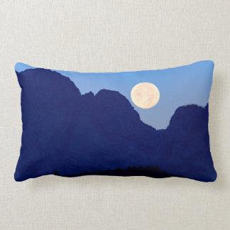 Cojín Lumbar Luna estupenda sobre el Tetons magnífico