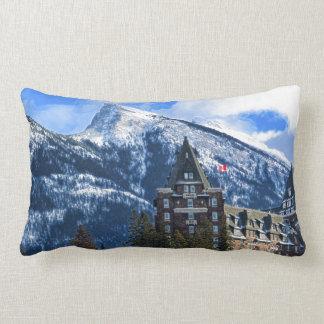 Cojín Lumbar Mt Rundle y hotel famoso, Banff, Alta, Canadá