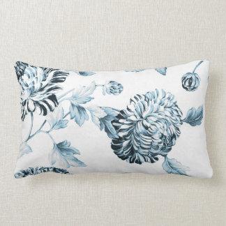 Cojín Lumbar Se ruboriza el trullo Toile floral botánico azul