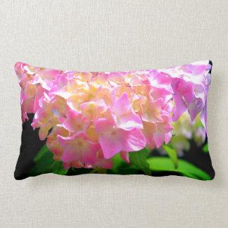 Cojín Lumbar Susurro del rosa de la mañana - Hydrangea