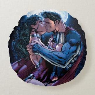 Cojín Redondo Beso de la Mujer Maravilla y del superhombre de la