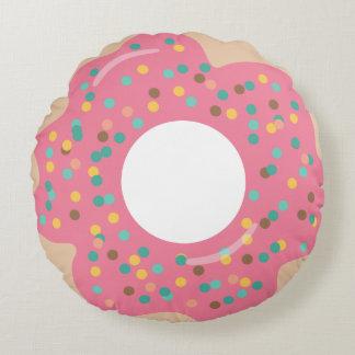 Cojín Redondo El buñuelo helado rosa con asperja alrededor de la