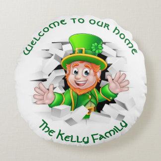 Cojín Redondo El Leprechaun personalizado de St Patrick 'nuestro