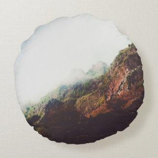 Cojín Redondo Montañas, escena de relajación del paisaje de la