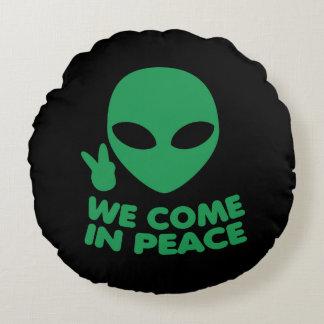 Cojín Redondo Venimos en extranjero de la paz