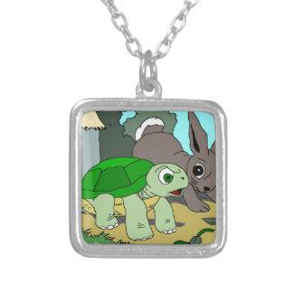 Colección 1 de The Tortoise and The Hare Collar Plateado