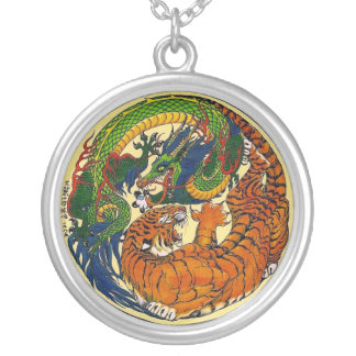 Colgante del símbolo de Yin Yang del dragón/del