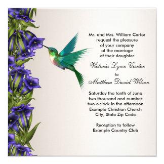 Colibrí y violetas púrpuras que casan invitaciones invitación 13,3 cm x 13,3cm
