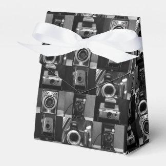Collage de la cámara en caja del favor de la
