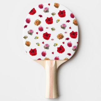 collage de los rosas en el fondo blanco pala de ping pong