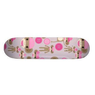 Collage rosado femenino lindo del modelo del chica monopatines
