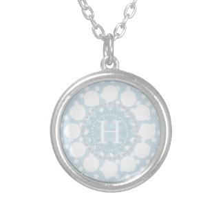 Collar adaptable del lunar del monograma