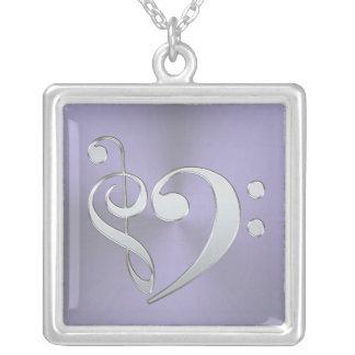 Collar agudo de plata de la música del corazón del
