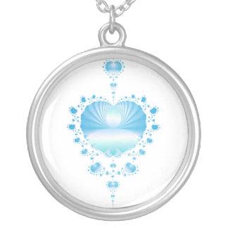 Collar azul fresco de los corazones