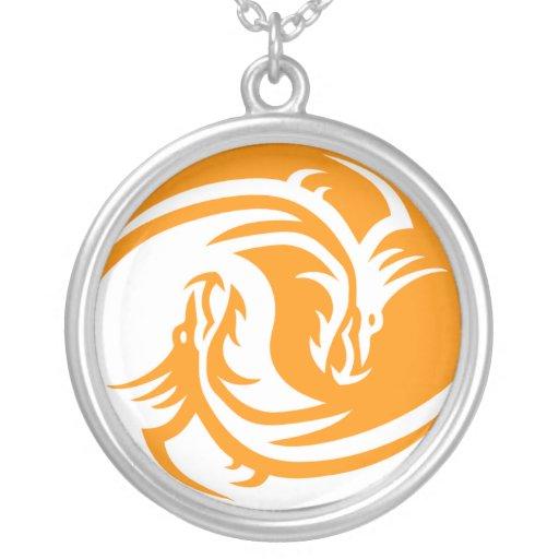 Collar blanco/anaranjado del dragón de Yin Yang