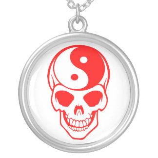 Collar blanco/rojo del cráneo de Yin Yang