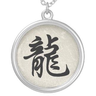 Collar chino del símbolo de la muestra del zodiaco