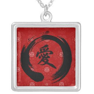 Collar chino del símbolo del amor