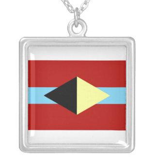 Collar cuadrado con símbolo de AL-BU-KURKY