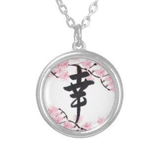 Collar de la felicidad del kanji de la flor de cer