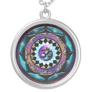 Collar de OM de la mandala de Yin Yang del Celtic