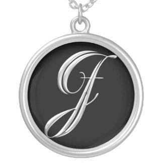 Collar de plata del monograma - letra J