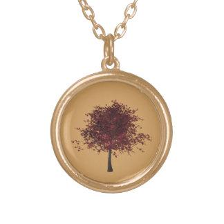 Collar del árbol de ciruelo del final del oro