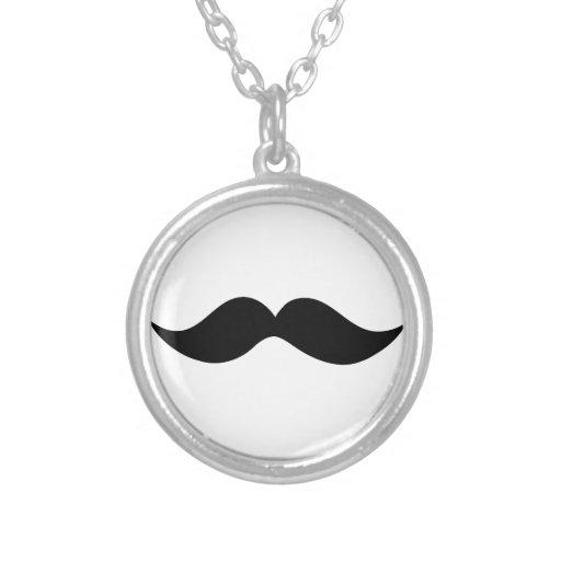 """Collar del """"bigote"""""""