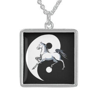 Collar del caballo del símbolo de Yin Yang