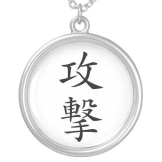 Collar del kanji del ataque del japonés