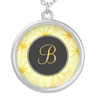 Collar del monograma de YellowDaisy - flor del nac