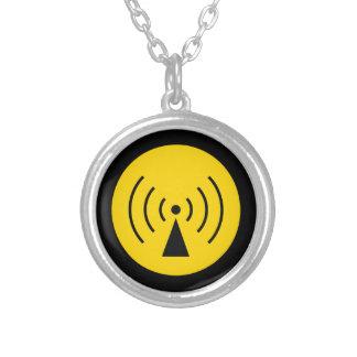 collar del símbolo amonestador del rF